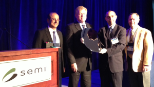 Intel shows first fully patterned 450 mm semiconductor wafer at SEMI ISS 2013